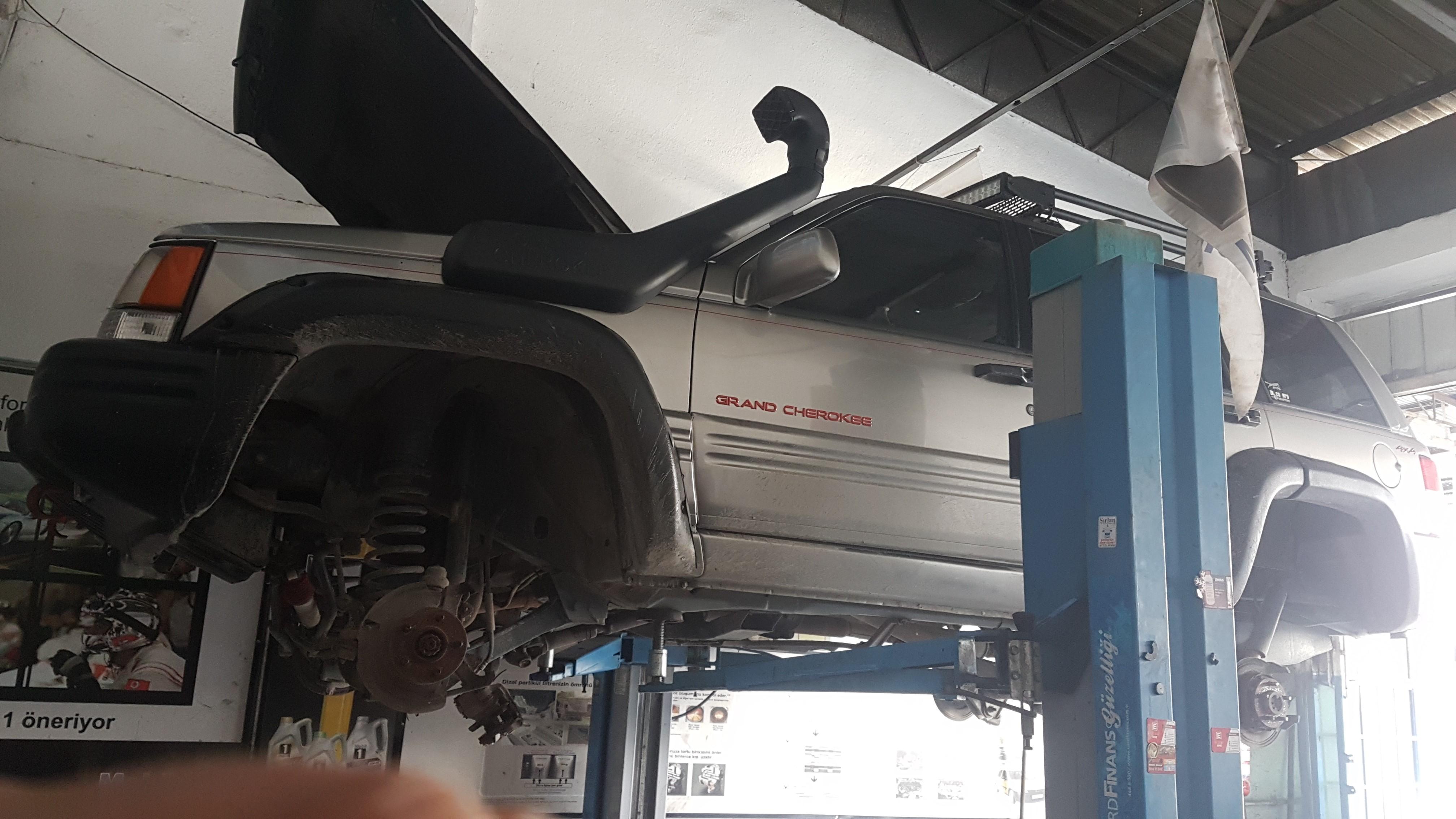 Grand Cherokee ZJ Motor Takoz Değişimi